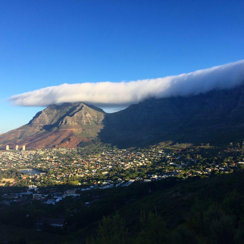 Tafelberg wolkenverhangen_Südafrika
